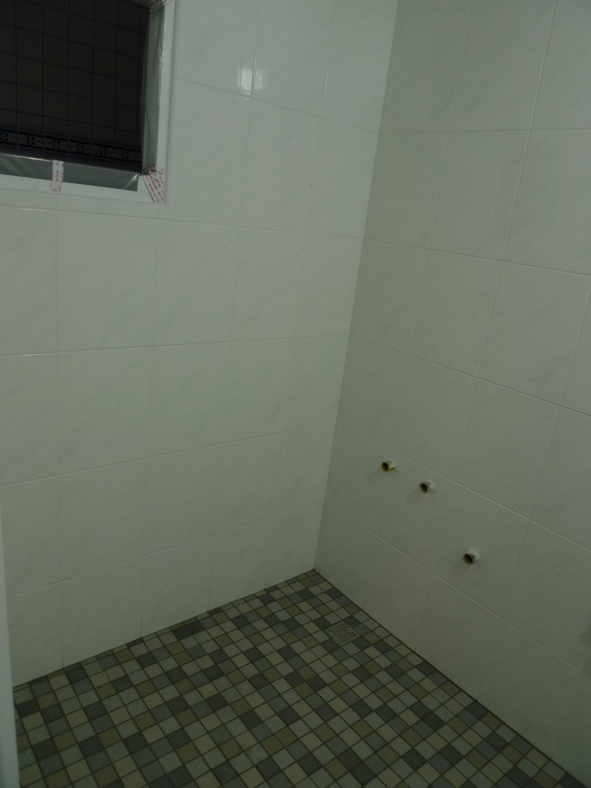 浴室地磚及壁磚完成照