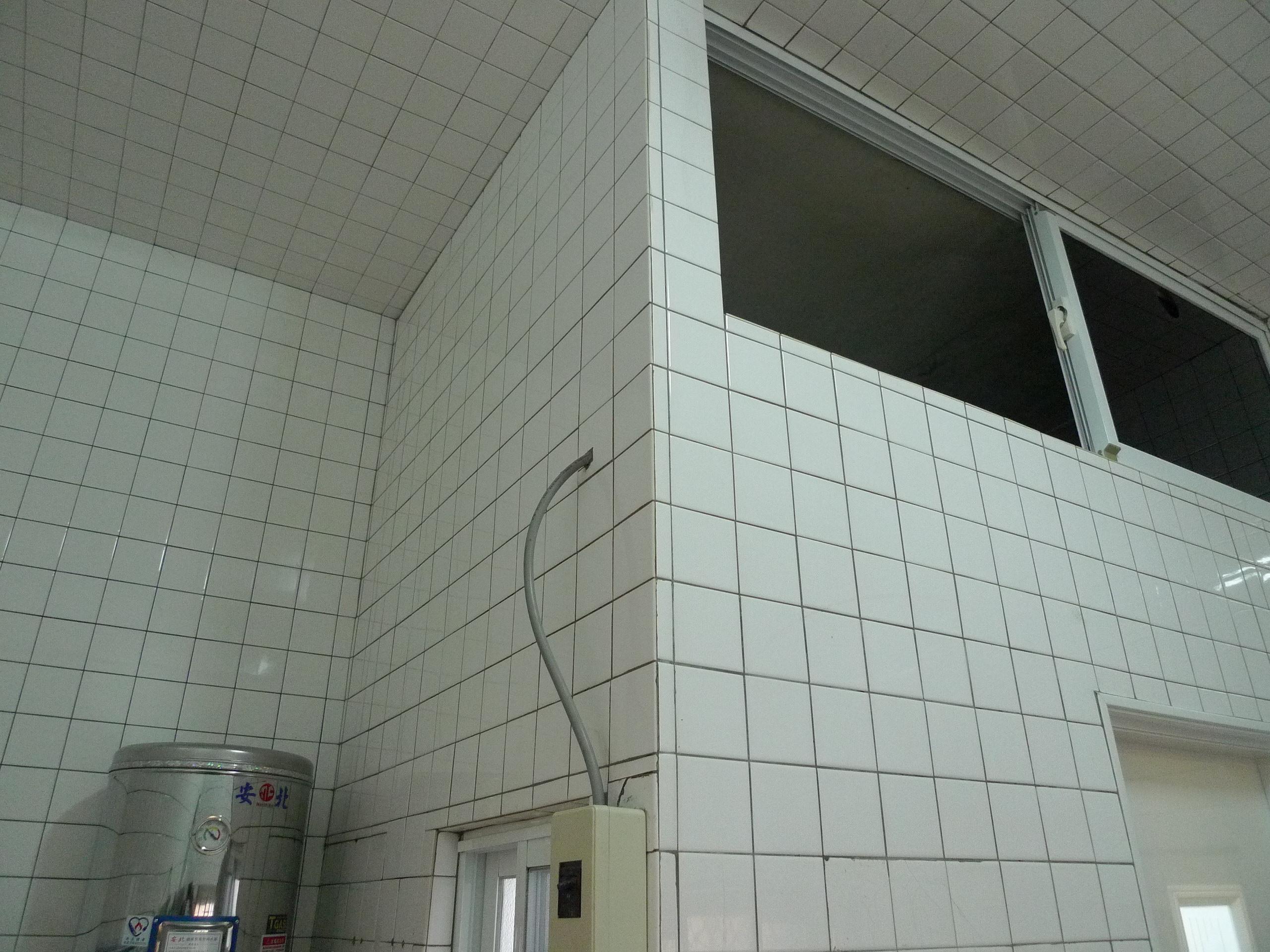 浴室外牆壁磚完成照