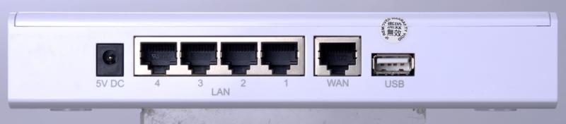 IP PBX i832 總機 (背面)