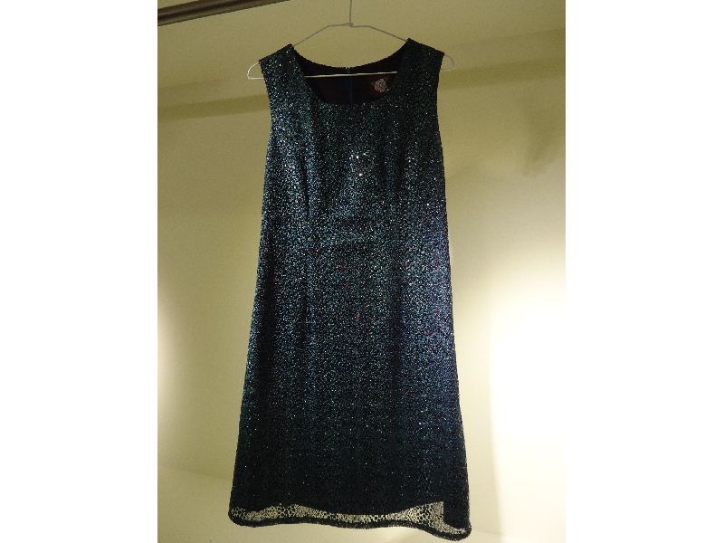 Tonlin彤綾精品~新品上市~U形領孔雀藍亮片合身洋裝