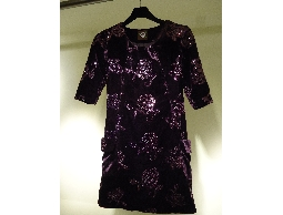 TONLIN新品上櫃~進口高級縫珠亮片絲絨合身洋裝!