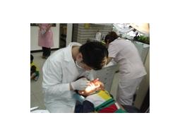 禾康牙醫診所,備有日本ASAHI全口數位環口X光機、德國Ankylos植牙系統
