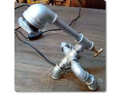 【夢想家照明】Loft工業復古風 創意粗曠水管造型桌燈 檯燈 復刻版