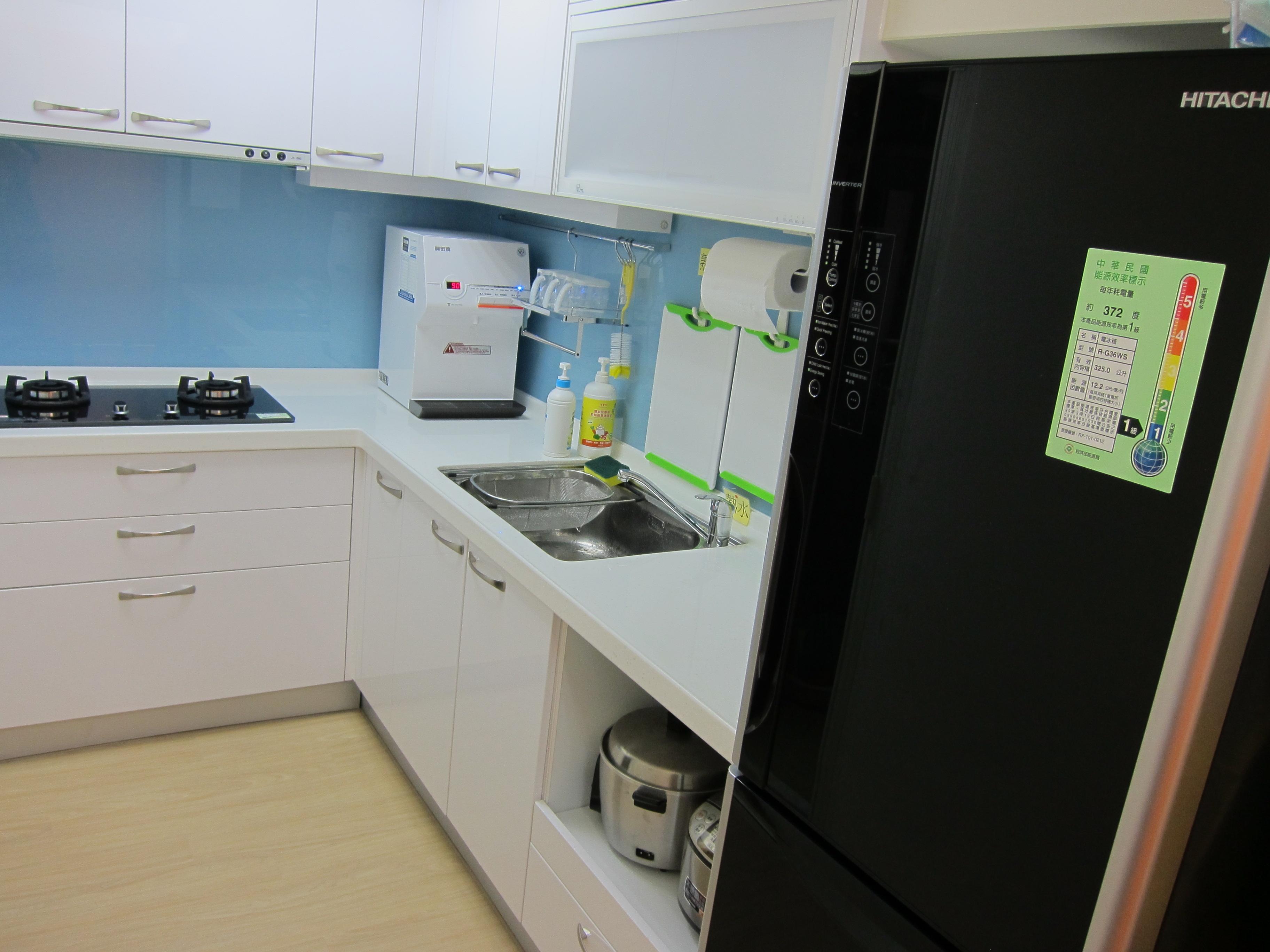 廚房乾淨明亮