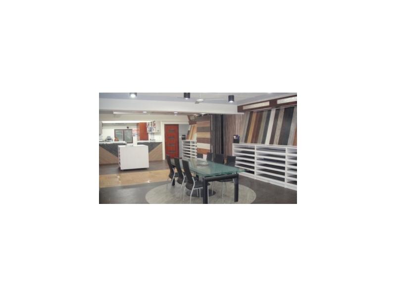 專業生產各種超耐磨塑膠地板--批發.零售.施工---