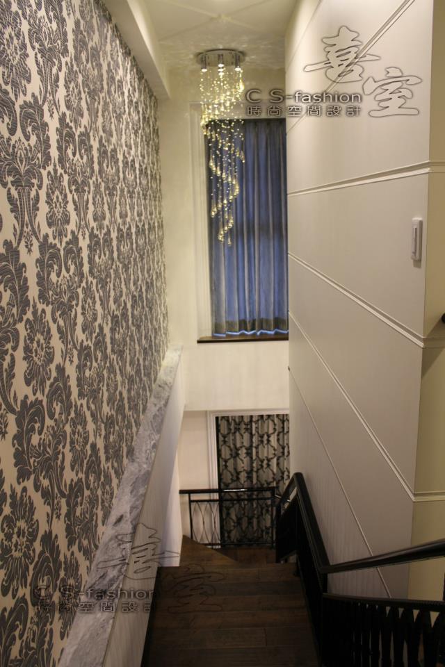 蕭公館-極具張力造型主燈協同華美拉花壁紙