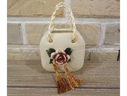 長5公分*寬8.5公分*高8.5公分 陶瓷 立體玫瑰雕花 仿提袋造型精緻細膩美工品 單擺放