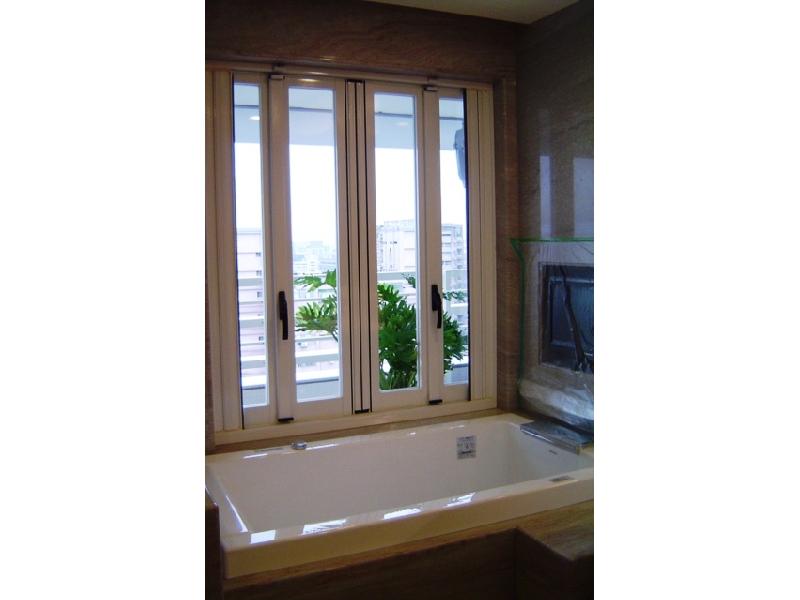 鋁門窗.隔音窗.防火門.隔音門.玻璃門.乾溼分離.鋁格柵設計