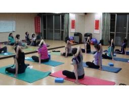『樂活舒壓瑜珈』: 每週一、三晚上18:30~20:00
