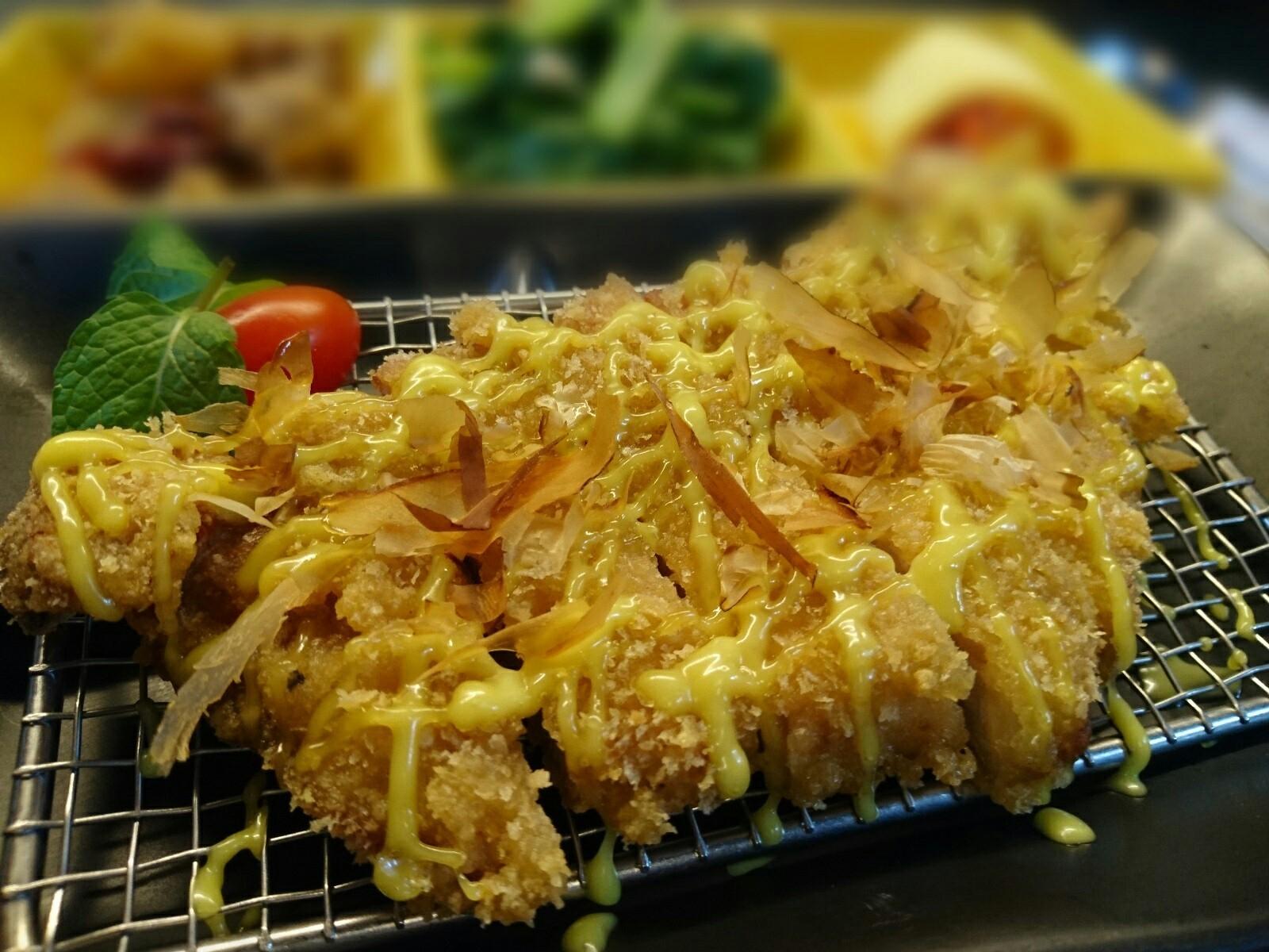 日式沙拉豬排飯