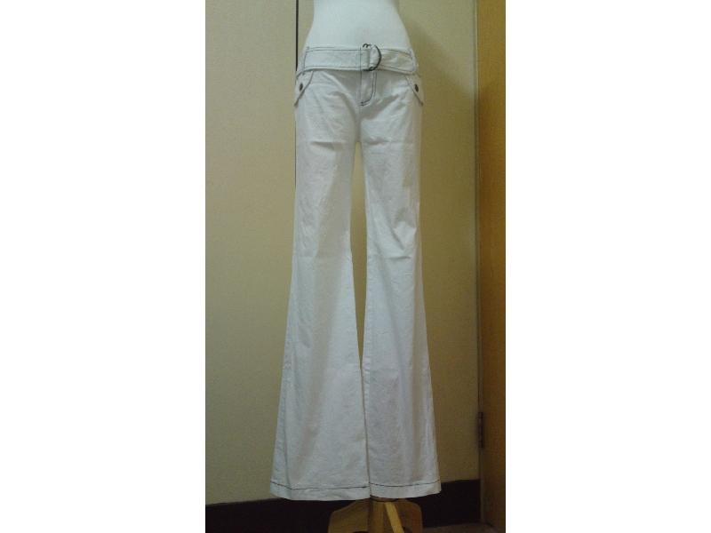 白色彈性小喇叭褲~版型很很好看