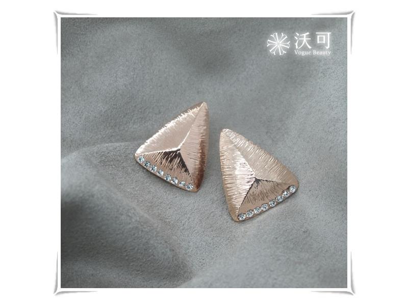低調奢華水鑽三角型玫瑰金耳環#024010A080017