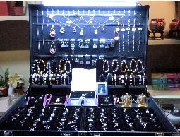『戀之星』各類飾品的專家 專業的經理人協助創業 擺攤 加盟