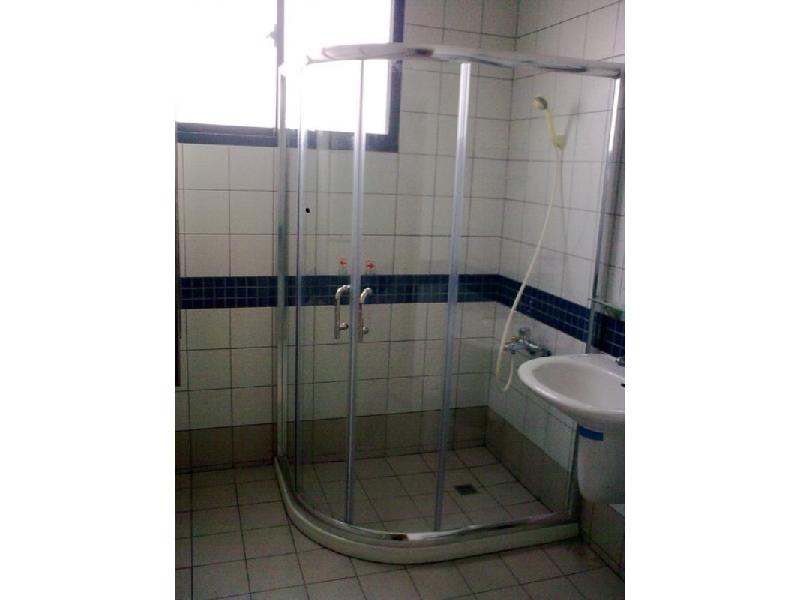 簡框式淋浴門