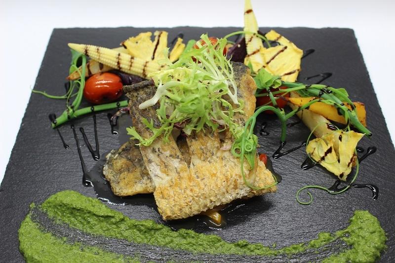 香煎海鱸魚佐青醬
