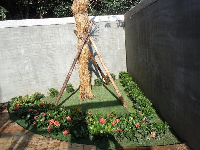 社区铺草皮 高清图片