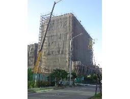 吊車服務>移動式起重>高樓吊掛作業>吊車機械規劃設計及施工業務